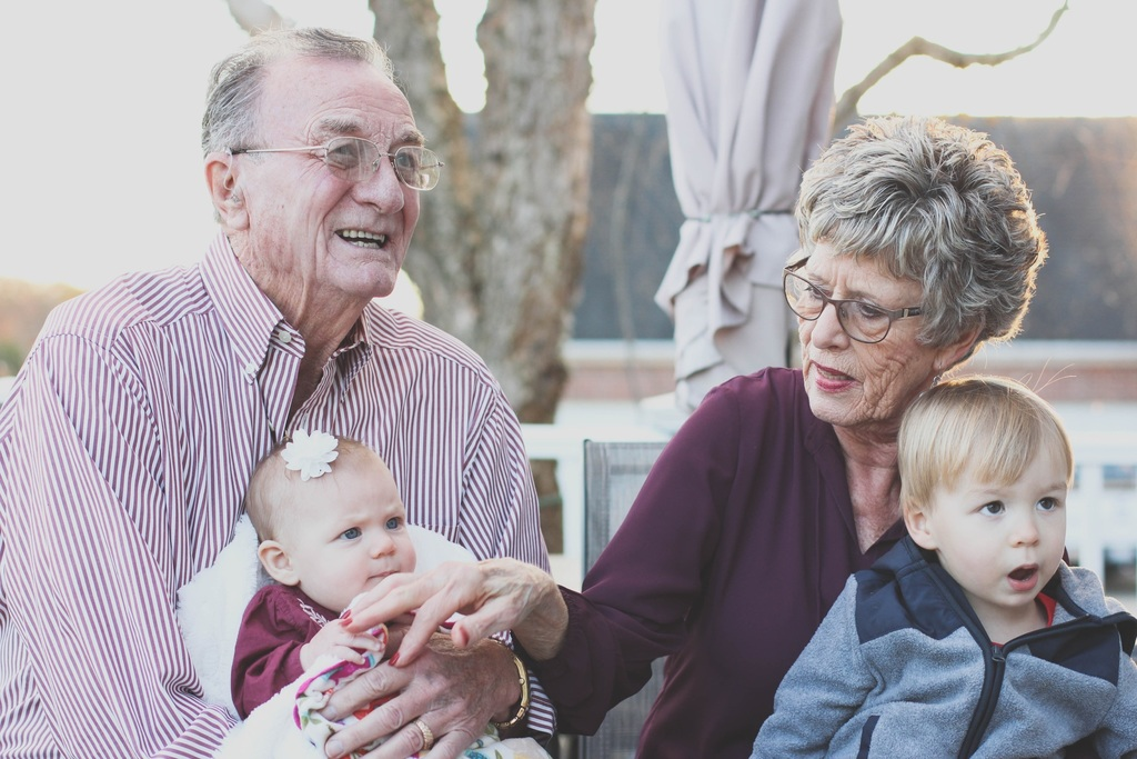 How to Help Your Kid Cope When a Grandparent Has Dementia
